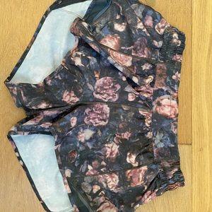 Lululemon Printed Hotty Hot Shorts 2.5